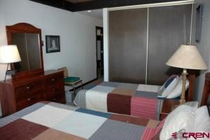 Bedroom 2 twins