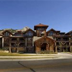 West Wall Lodge – 3 bedroom/3.5 bath, Luxury ski in – ski out – SOLD –